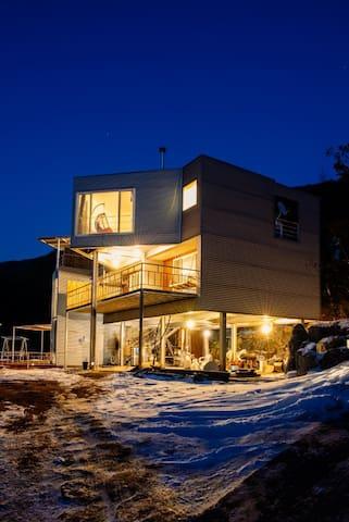 힐링~3층단독~수려한풍광 넓은전용테라스~~바베큐파티~가족여행~캠프~수영장(7월24일 오픈)