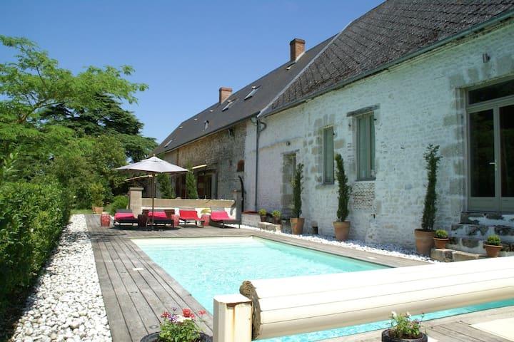 Magnificent villa with pool in historic area of \u200b\u200bSaint-Péravy la Colombe