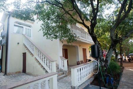 Apartments Ćerluka / One bedroom A3 - Povile