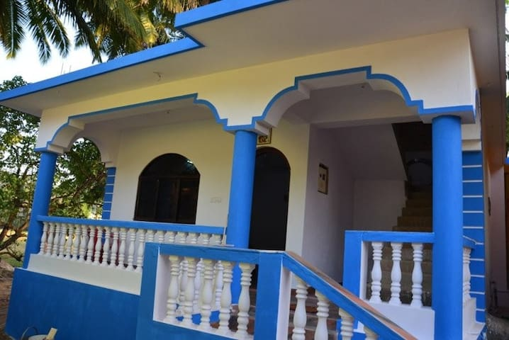 Severina's 2BHK House @Ashvem Beach