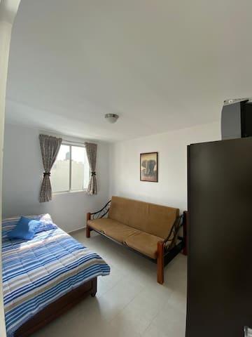 Segunda recámara con cama individual y sofá cama
