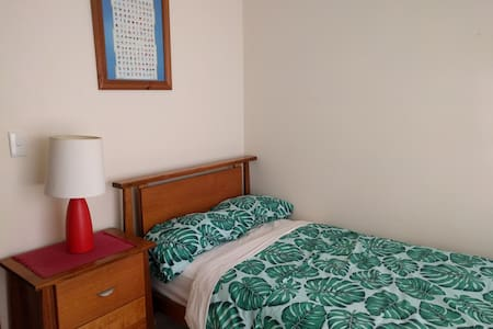 Cosy Room in Peaceful Location - Oaky Park