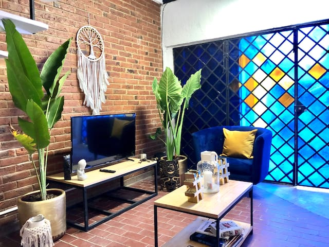 Sunny Private Room in Amazing Centric home/Garden