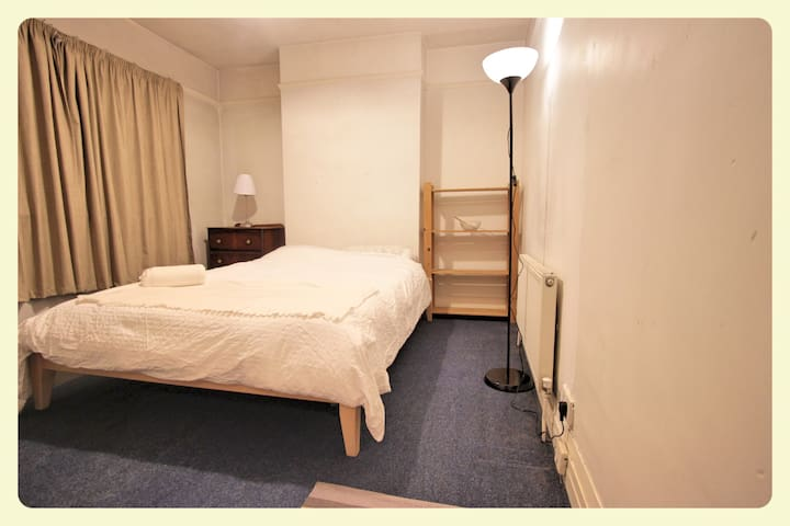 Double room 15 min from city centre - Raheny - Bed & Breakfast