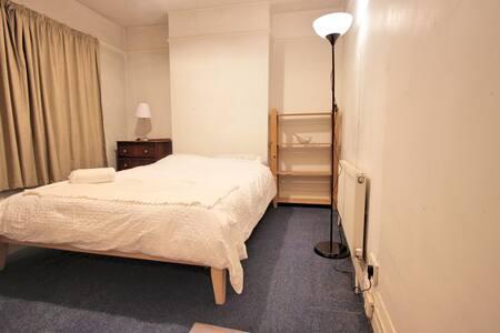 Double room 15 min from city centre - Raheny