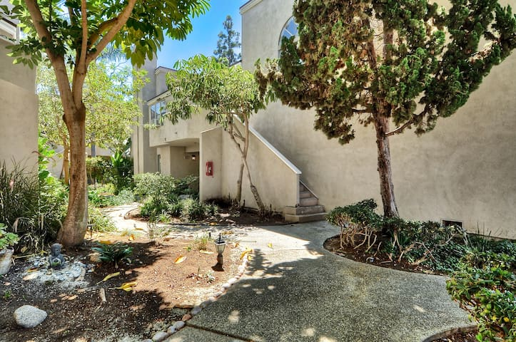 Cozy upgraded walking distance to all shoppings - Costa Mesa - Flat