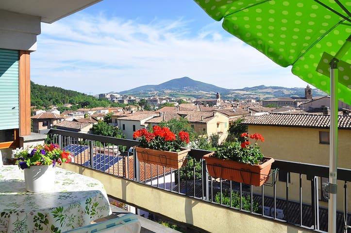 Appartam. con panorama sulla città - Fabriano - Apartemen