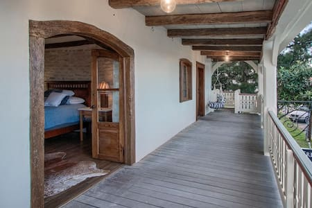 Cypress Suite - Historical Lodging - Fredericksburg - Guesthouse