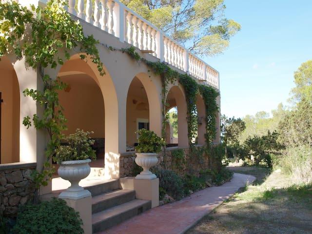 Ein wunderschönes Haus im Wald, Casa bosque - Sant Antoni de Portmany - Casa