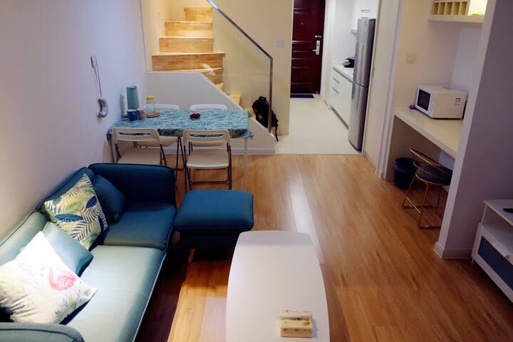 南通中央商务区loft北欧精装公寓,紧邻会展中心、狼山风景区、南通大学。