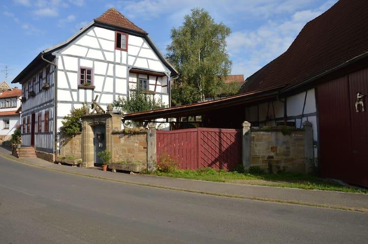 Romantisch-rustikale Magdwohnung/Bio-Verköstigung - Höchheim - Pis