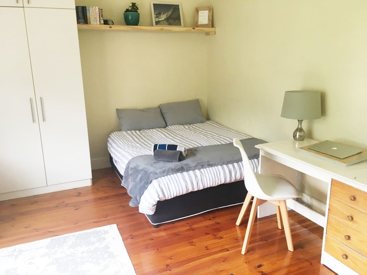 Comfortable, spacious, and light room with views of Table Mountain and Lion's Head