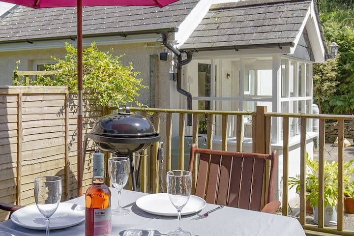 Luxury Coastal Bolthole in Polperro With Parking.