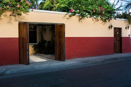 BEST LOCATION, comfortable, large private house. - Mérida