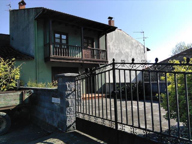 Casa con jardín en Pellamellera Baja-Asturias - Panes - House