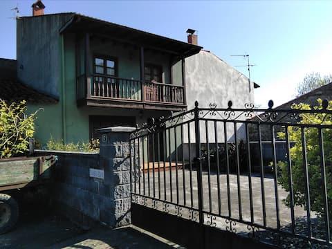 Casa con jardín en Pellamellera Baja-Asturias