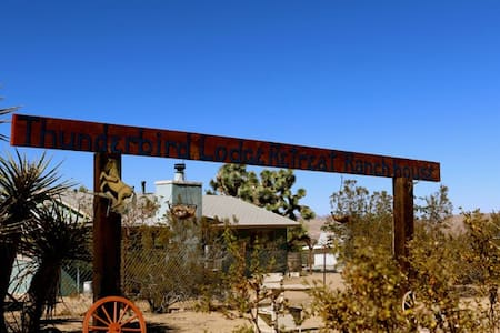 Thunderbird Lodge Retreat Ranch + Saloon - Yucca Valley