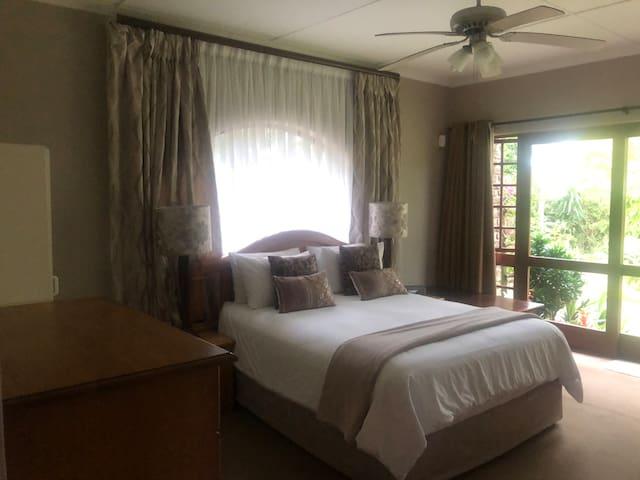 Bedroom 1 with En-suite - Queen bed