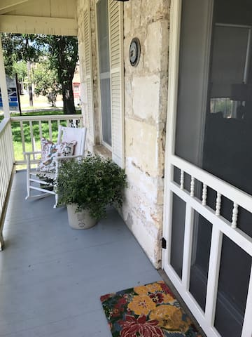 James Street Sunday House in the Heart of Boerne