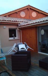 Maison pierre avec piscine intérieur 28° - Cavignac - House