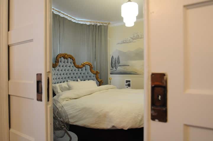 Glamorous Suite w/Round Bed in SE
