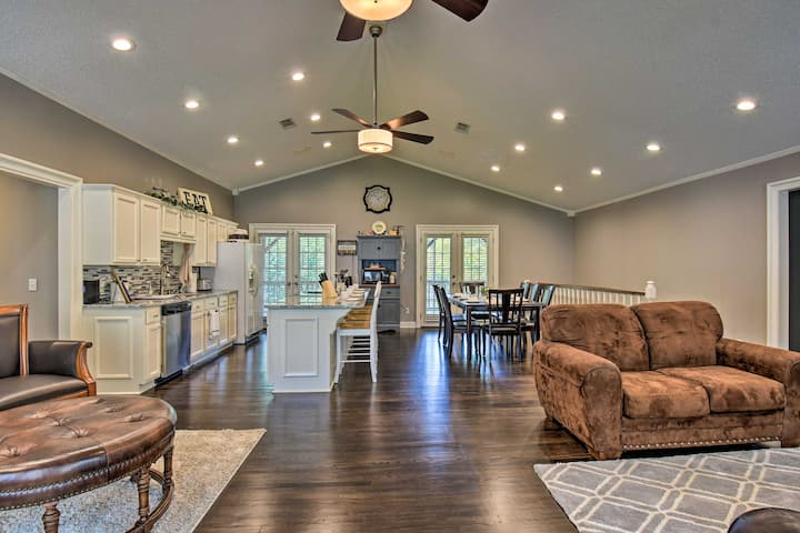 Hot Springs Home on Lake w/Private Boat Dock!