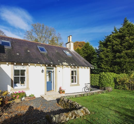 This charming little bolt-hole made just for two - Scottish Borders - House