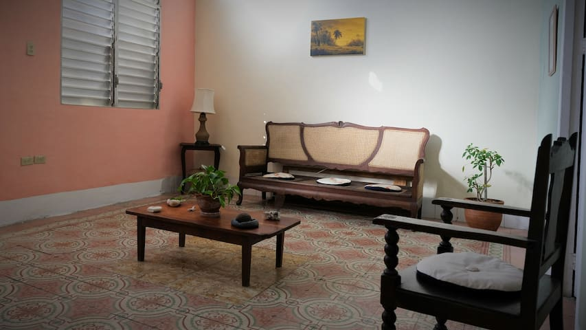 Casa a 5 min  de la terminal Viazul de la Habana.