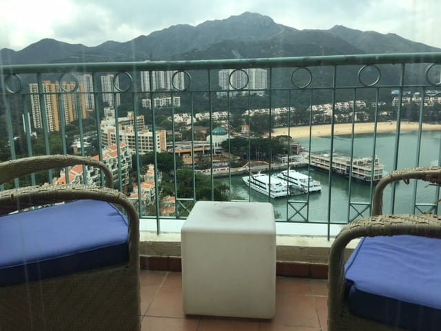5 mins to DB Pier! Private high balcony for groups