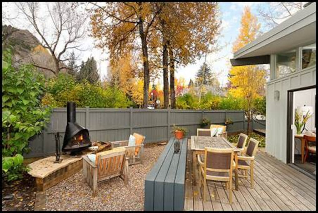 fall backyard with integrated bench and seating for 8+