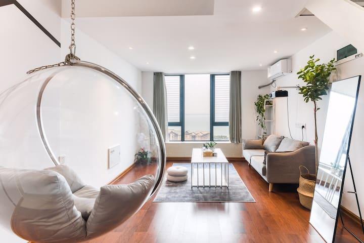 泡泡椅(投影仪)一线无遮挡海景房|莫兰迪灰色风格