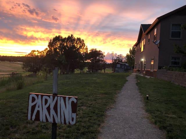 Colorado Country Retreat-close to airport/mountain