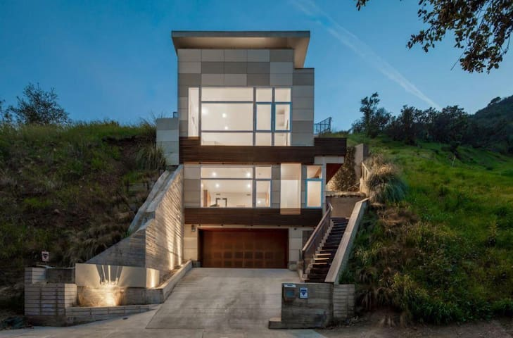 ★ Luxury Hollywood Hills villa with Pool ★