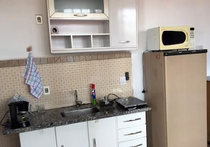Apartamento quarto/sala/cozinha, lavanderia e WIFI - Araraquara