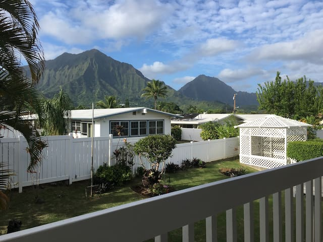 Cozy and quiet mountain view Kailua home.
