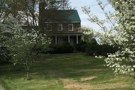 Beautiful 1780 stone house - Purcellville
