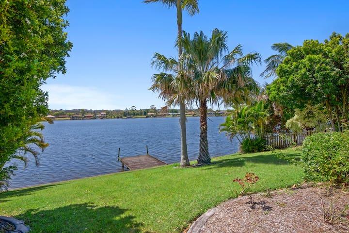 Gold Coast Palm Bch Burleigh Villa saltwater lake - Elanora - Casa