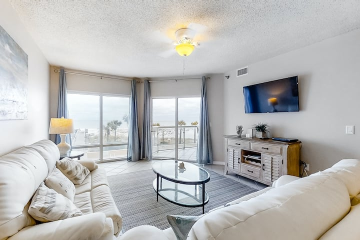 Amazing Condo! Located In Pensacola Beach, Community Pools & Other Amenities!