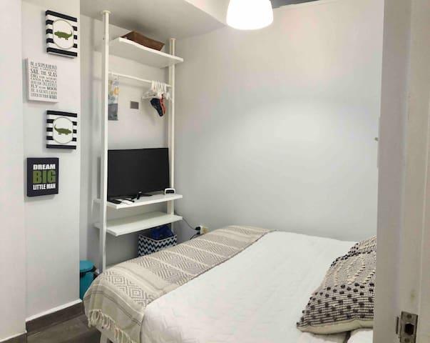 2nd bedroom/Den/full futon bed