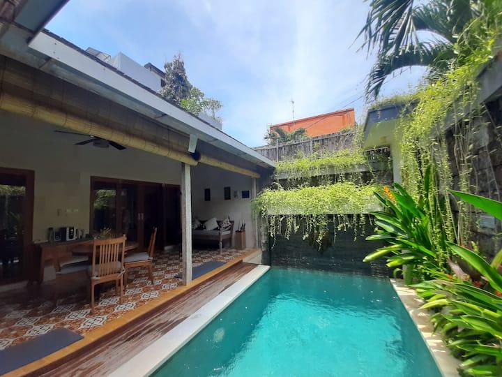 Entire private quiet pool villa Seminyak fastwifi♡