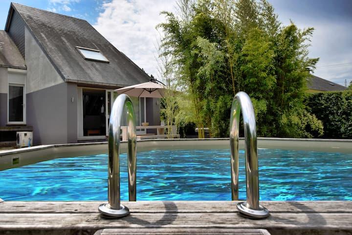 Amplia casa de vacaciones con piscina privada en Virton