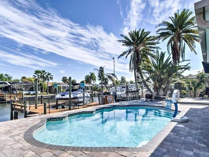 Dock on the Bay-  Florida Waterfront Pool Home!