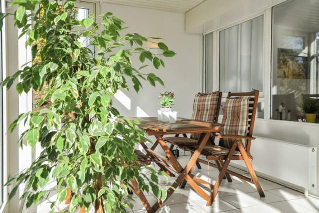 sch ne 3 zi wohnung m wintergarten wohnungen zur miete. Black Bedroom Furniture Sets. Home Design Ideas
