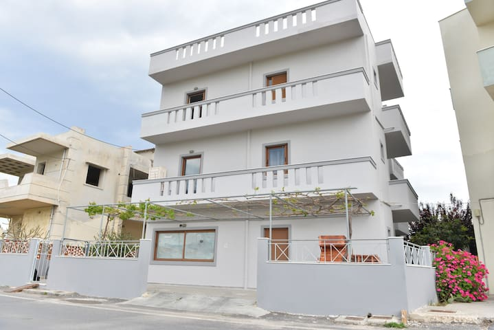 Self catering beach side apt No13 Heraklion Crete - Gazi - Apartment