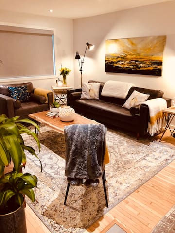 New reno, furnished 2bdrm, 1bth, Leslieville