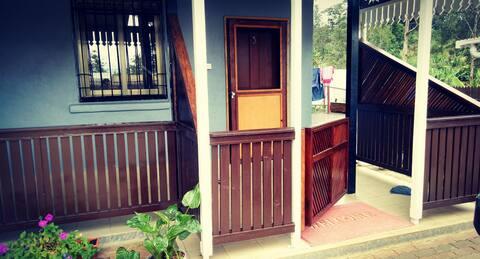 3BR Modern House - Free WiFi - Goroka