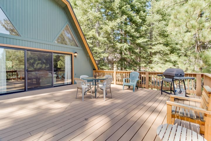 Family-friendly home w/ shared pool & hot tub - access to the rec center!