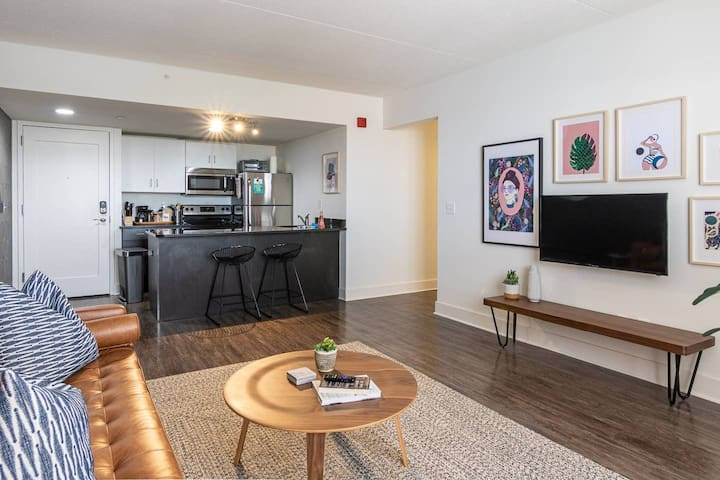 WALK TO HENRY FORD / NEW CENTER MEDICAL CENTERS ⭐ WiFi + Smart TV + In-Unit WD ⭐