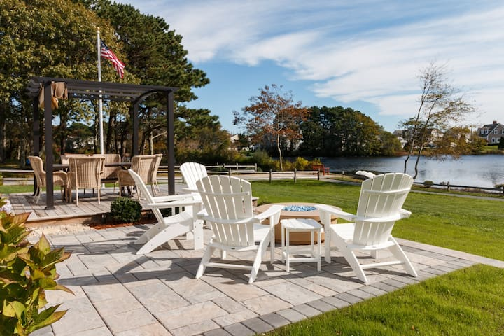 Waterfront-3bds, Hot Tub, Fire Pit & Beach views