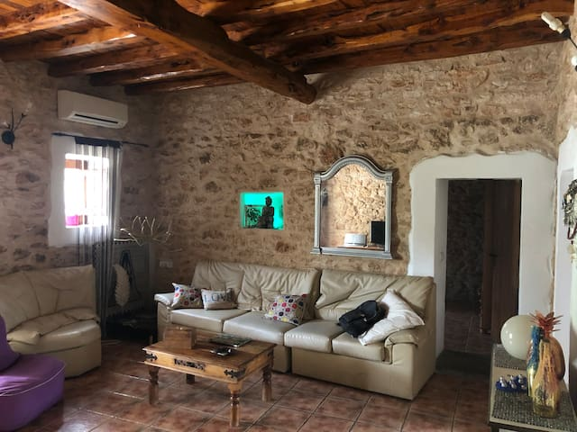 CAN BAMBY ROOM-COZY AUTHENTIC IBIZA HOUSE
